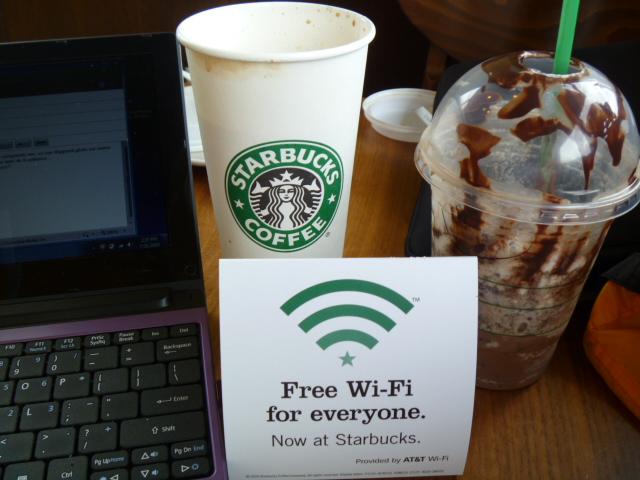 Uma boa estratégia online é aquela que não fica só online. A Starbucks fará um case de marketing digital valorizando crossmedia e marketing de experiência.
